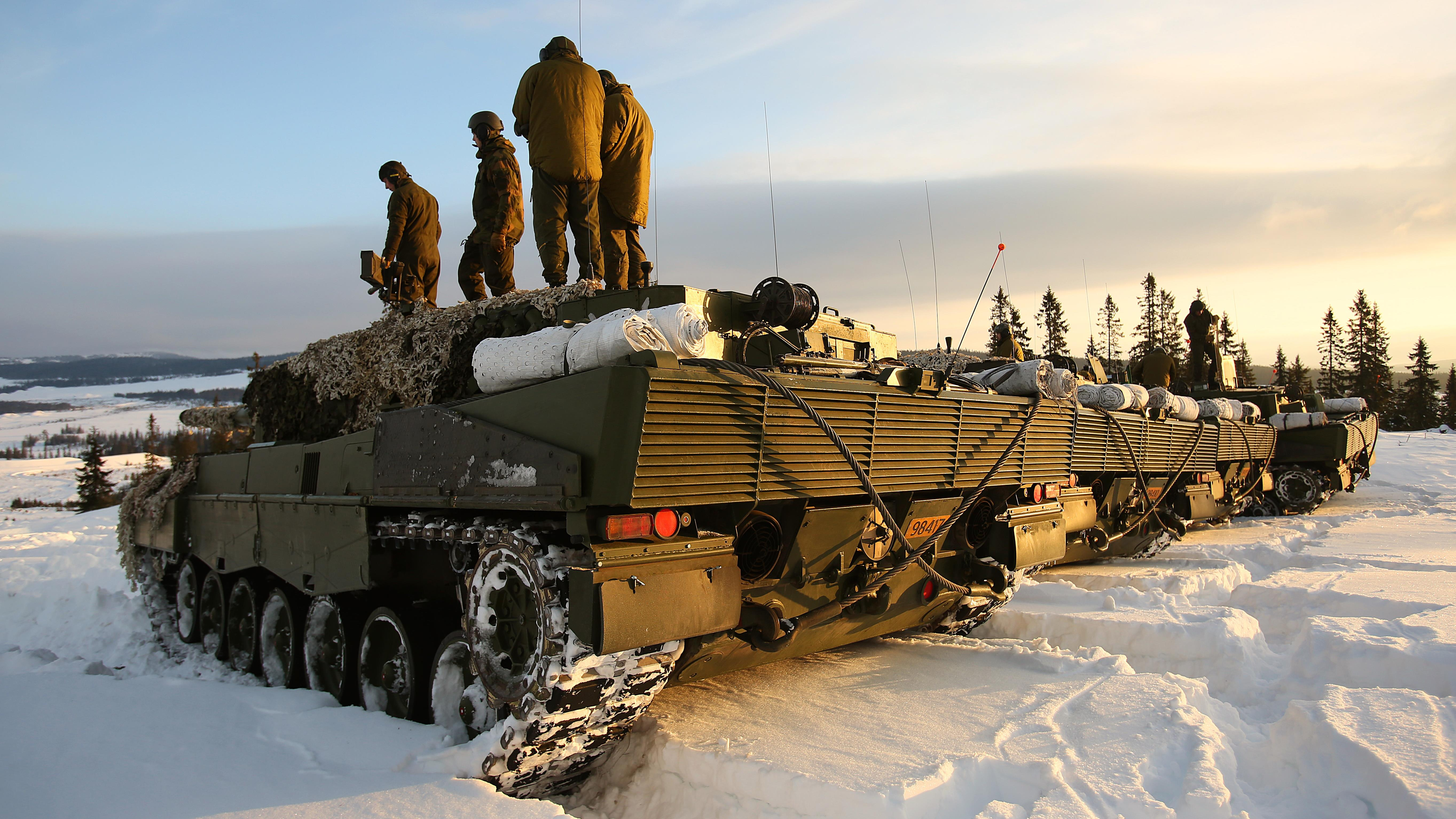 Norwegian Leopard tank crews from the Telemark Battalion prepare for a live-fire exercise in Rena, Norway, Feb. 18, 2016. (Master Sgt. Chad McMeen / U.S. Marine Corps)