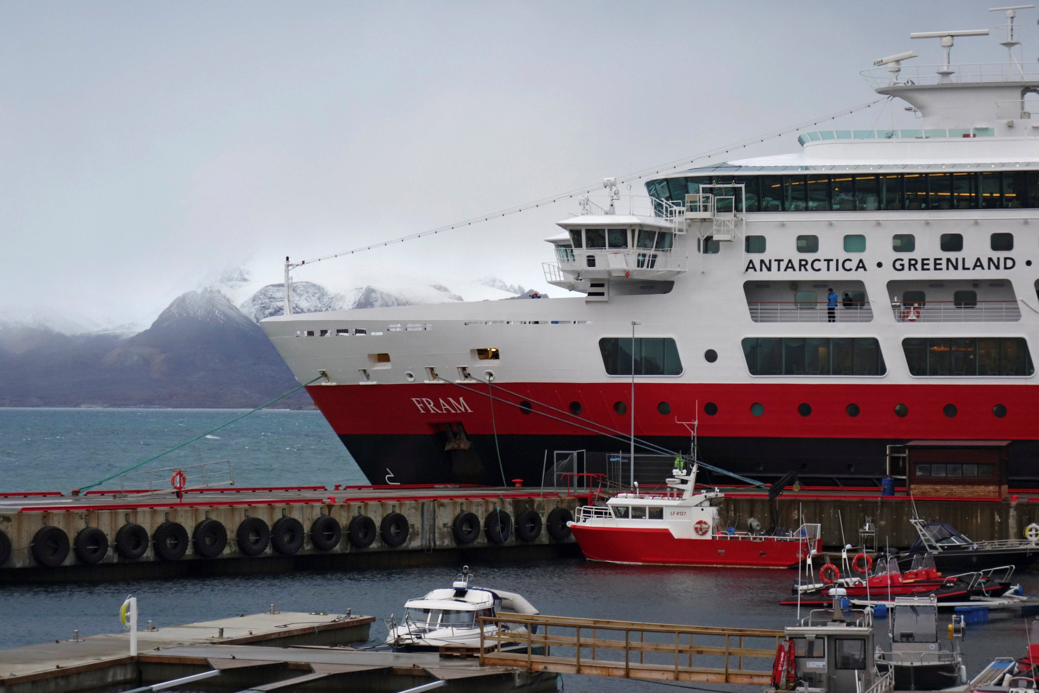 A tourist cruise ship is docked at the port of a research town Ny-Aalesund in the Arctic archipelago of Svalbard, Norway, September 21, 2016. Picture taken September 21, 2016. REUTERS/Gwladys Fouche