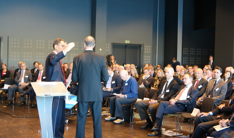 Moderator Todd Benjamin (left) speaks to Sturla Henriksen from Norwegian Shipowners association at the first Arctic Business Conference in 2014. (Linda Storholm / High North News)