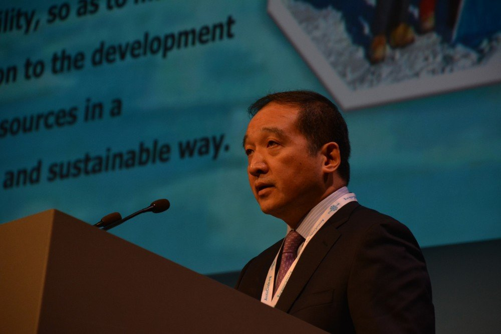 COSCO Vice President Ding Nong speaks at the Arctic Circle conference in Reykjavik. (Atle Staalesen / The Barents Observer)