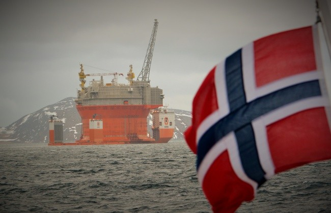 The Goilat platform is currently the only operational oilfield in the Norwegian sector of the Barents Sea. A new lawsuit seeks to block further oil and gas development in Norway's Arctic. (Thomas Nilsen / The Barents Observer)