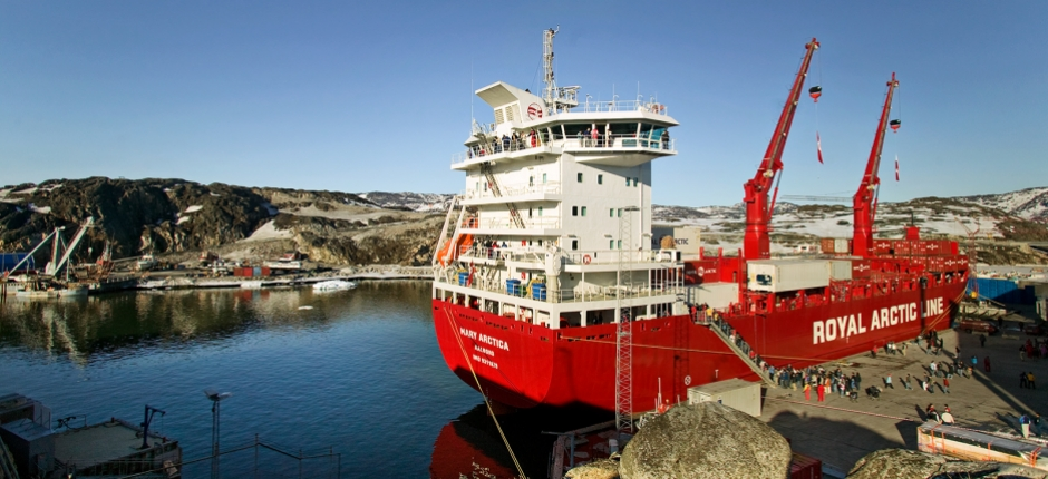 Greenland shipper plans to break Danish port contract