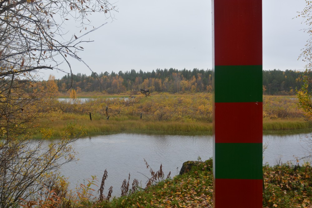 A Russian border pole on the east side of the Pasvik River, near Norway. (Thomas Nilsen / The Barents Observer)