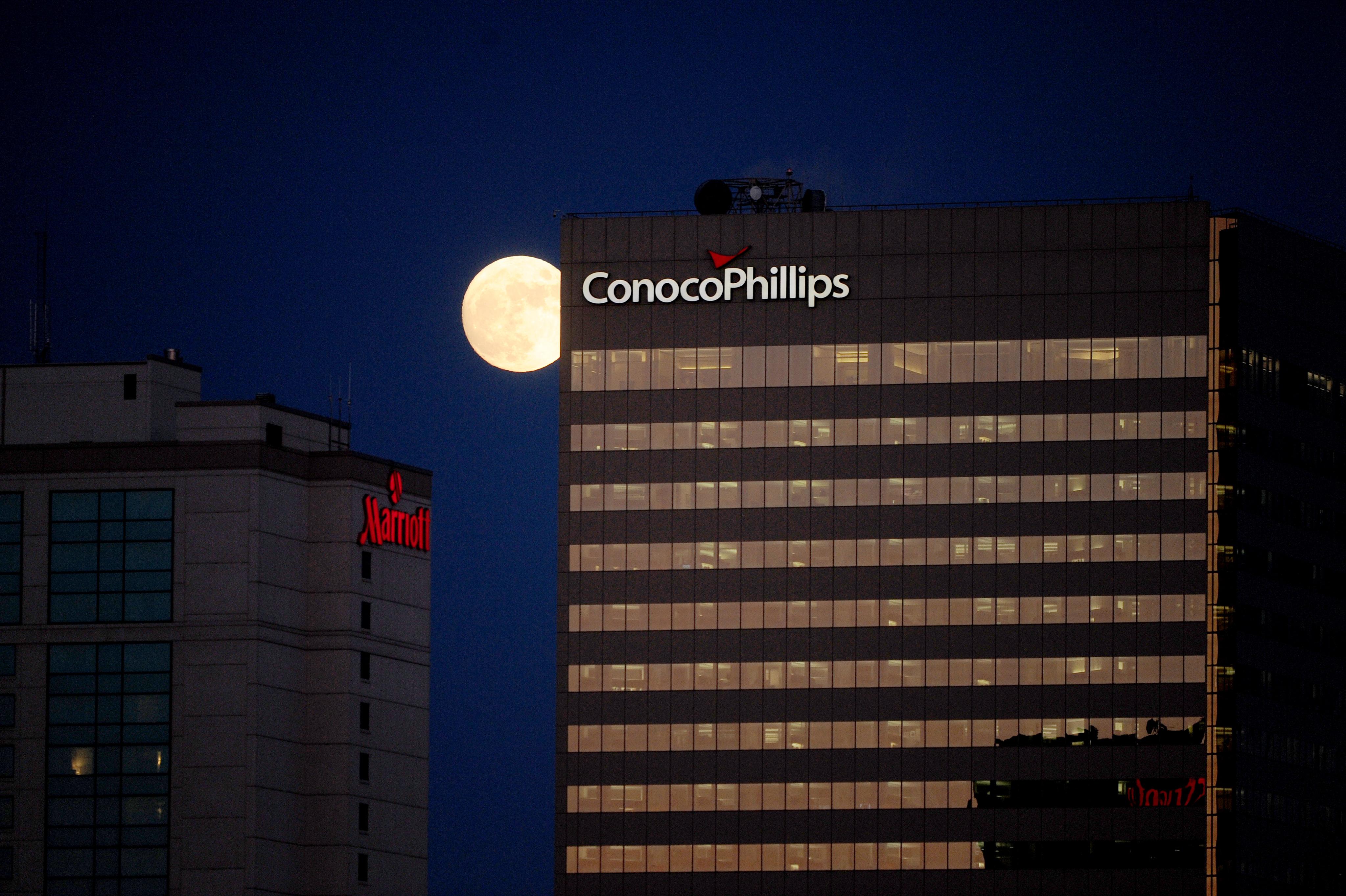 Alaska dials up pressure on ConocoPhillips after it delays controversial Arctic exploration project