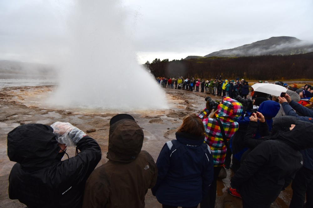 Busloads after busloads with tour groups are circulating around the Geysir waiting for the discharge of water ejected turbulently and accompanied by steam. It is surely among the world's most spectacular views. (Thomas Nilsen / The Independent Barents Observer)