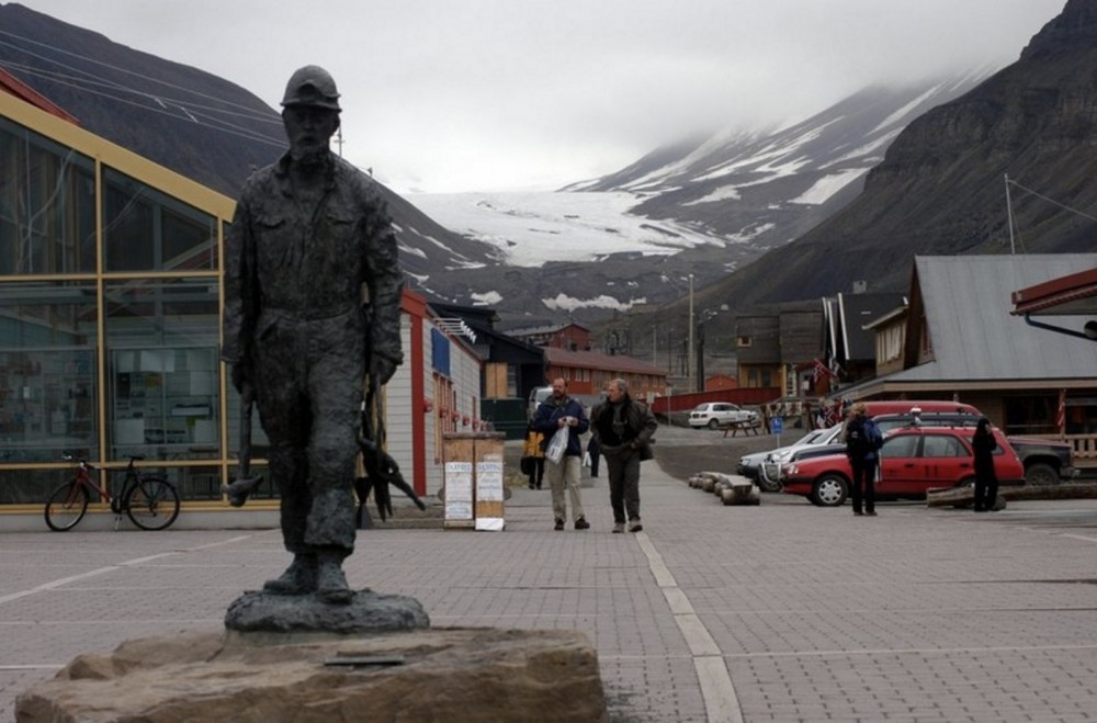 Tourism in Longyearbyen (pictured) and Barentsberg on the Svalbard Archipelago are on the uptick. (Thomas Nilsen / The Independent Barents Observer)