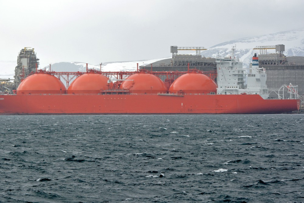 LNG tanker at the processing plant in Hammerfest ready to sail with natural gas from the Barents Sea to markets in Europe. With EU's new energy document, gas from Norway will be important for many years. (Thomas Nilsen / The Independent Barents Observer)