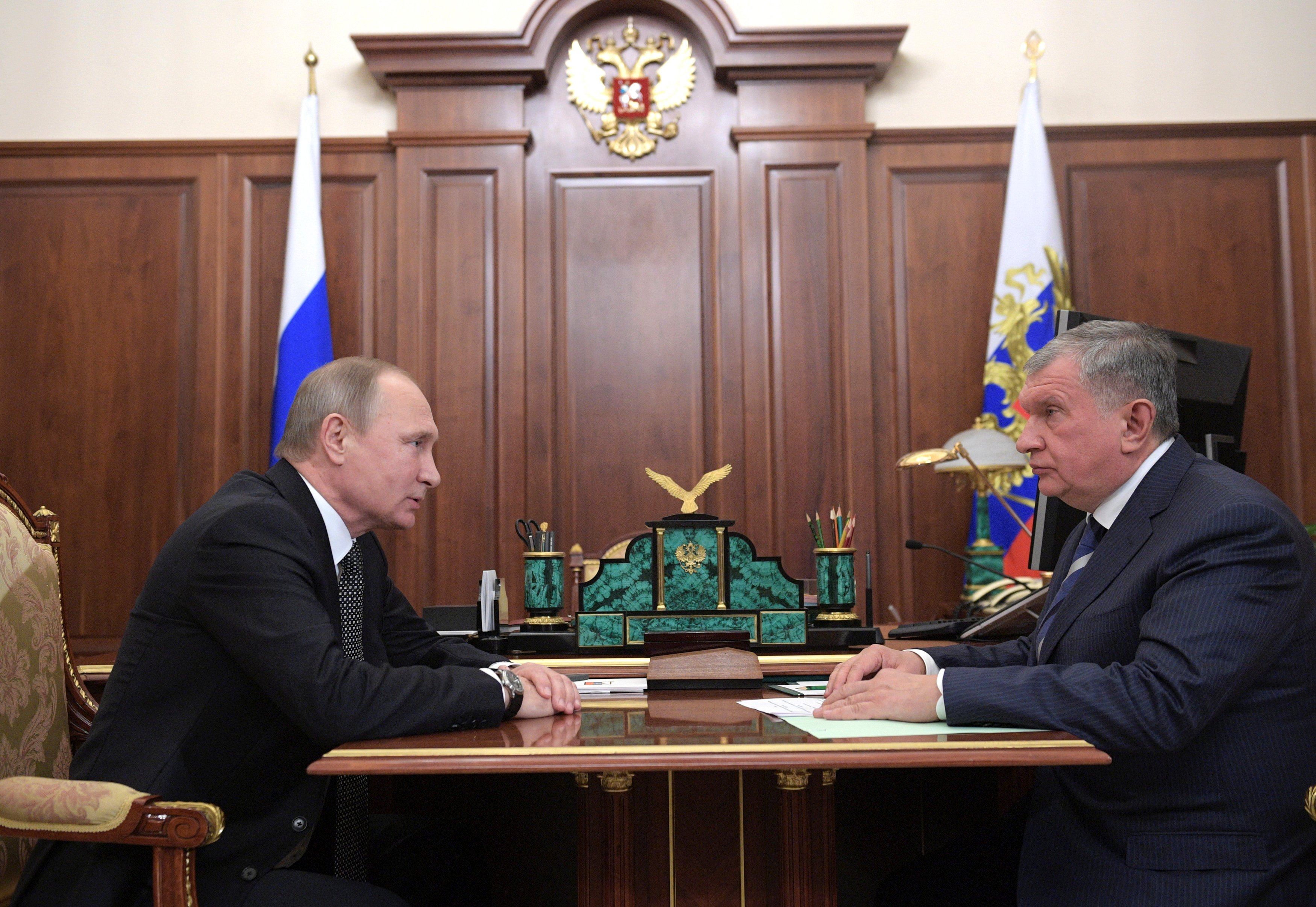 Russia's President Vladimir Putin (L) meets with Rosneft CEO Igor Sechin at the Kremlin in Moscow, Russia December 7, 2016. Sputnik/Alexei Druzhinin/Kremlin via REUTERS ATTENTION EDITORS - THIS IMAGE WAS PROVIDED BY A THIRD PARTY. EDITORIAL USE ONLY.