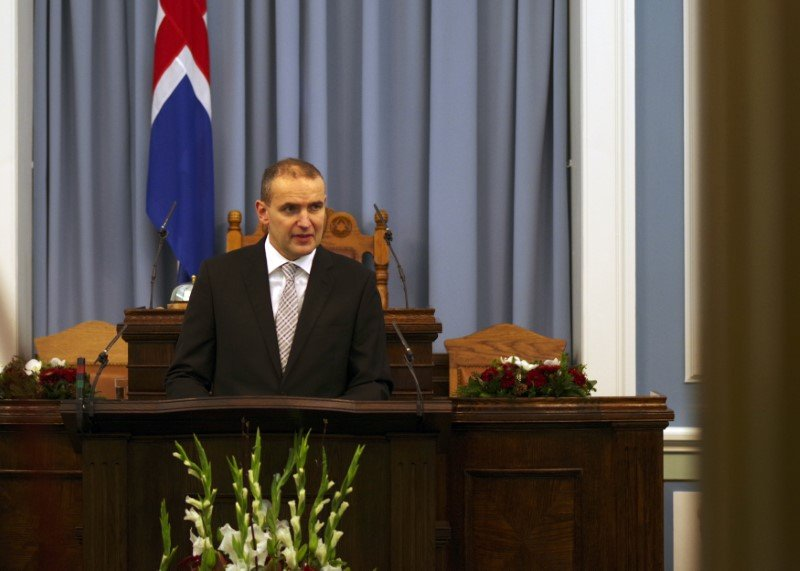 Iceland's president calls on deadlocked parties to form government