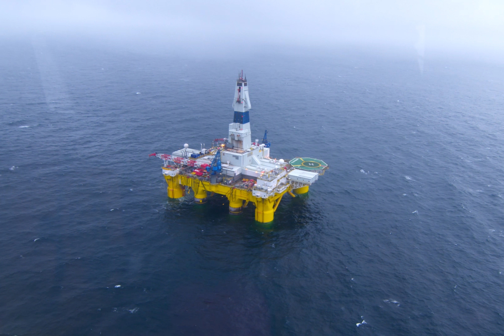 Shell Oil's drilling rig Polar Pioneer operates in the Chukchi Sea in 2015. (Shell Oil)