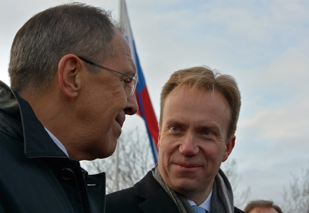 The last time Norway and Russia meet for political talks in the high north was when Foreign Minister Sergey Lavrov (left) visited Kirkenes in Norway in October 2014 together with Børge Brende. (Thomas Nilsen /  The Independent Barents Observer)