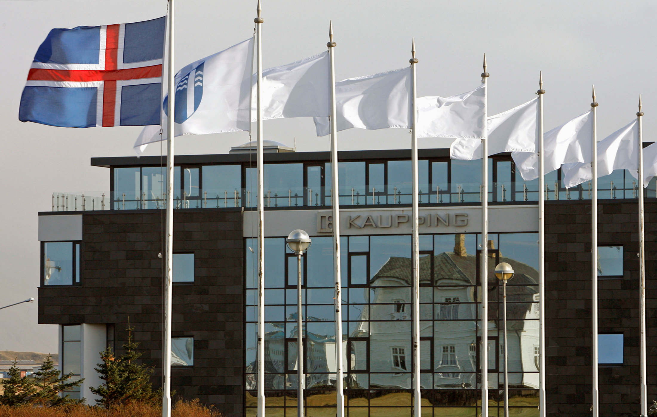 The Iceland flag flies next to the headquarters of Kaupthing Bank in Reykjavik October 9, 2008. (Bob Strong / Reuters File Photo)