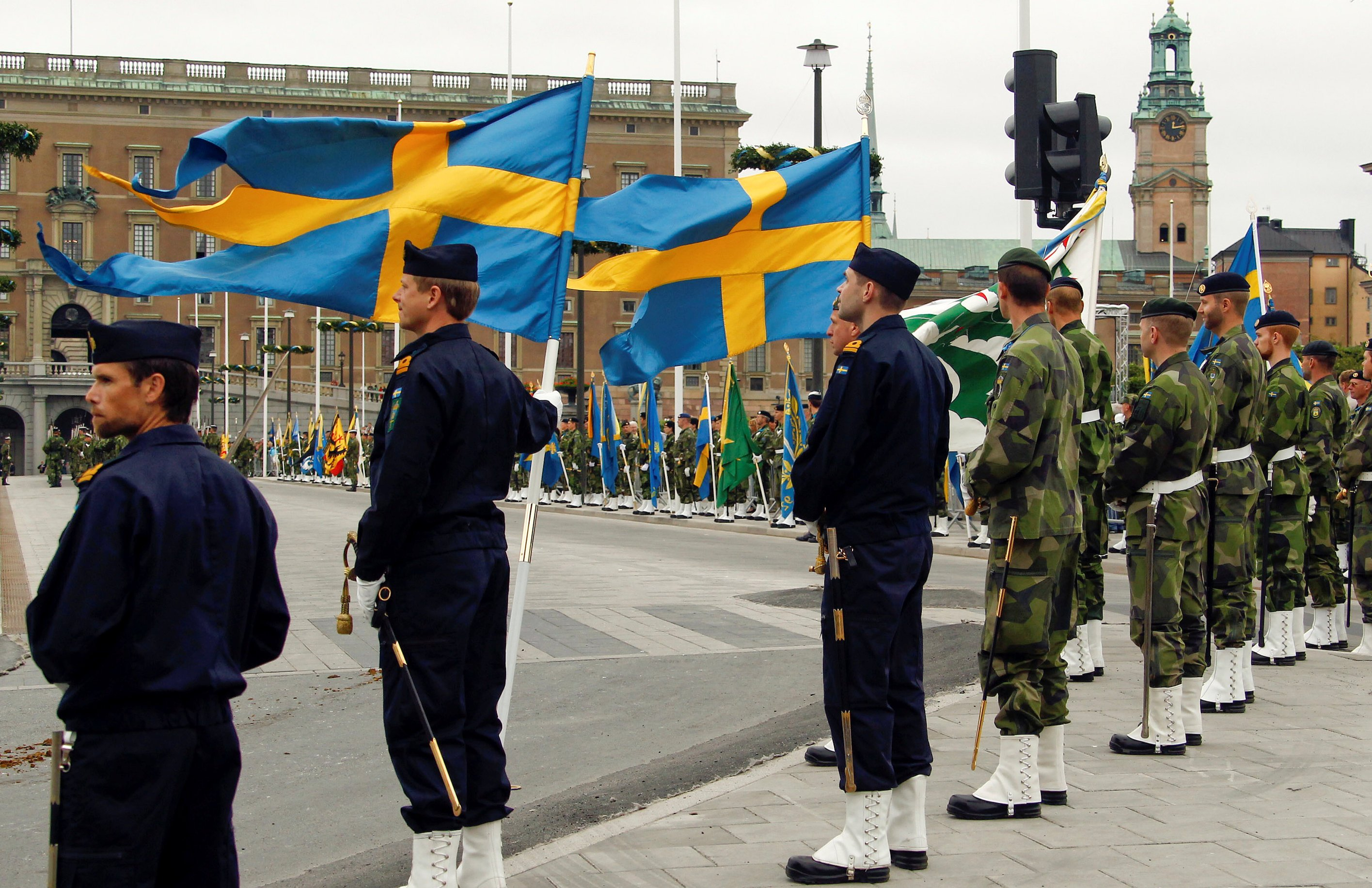 FILE PHOTO: Swedish armed forces soldiers attend a rehearsal  in front of the Royal Palace in Stockholm, Sweden June 18, 2010. REUTERS/Fabrizio Bensch/File Photo
