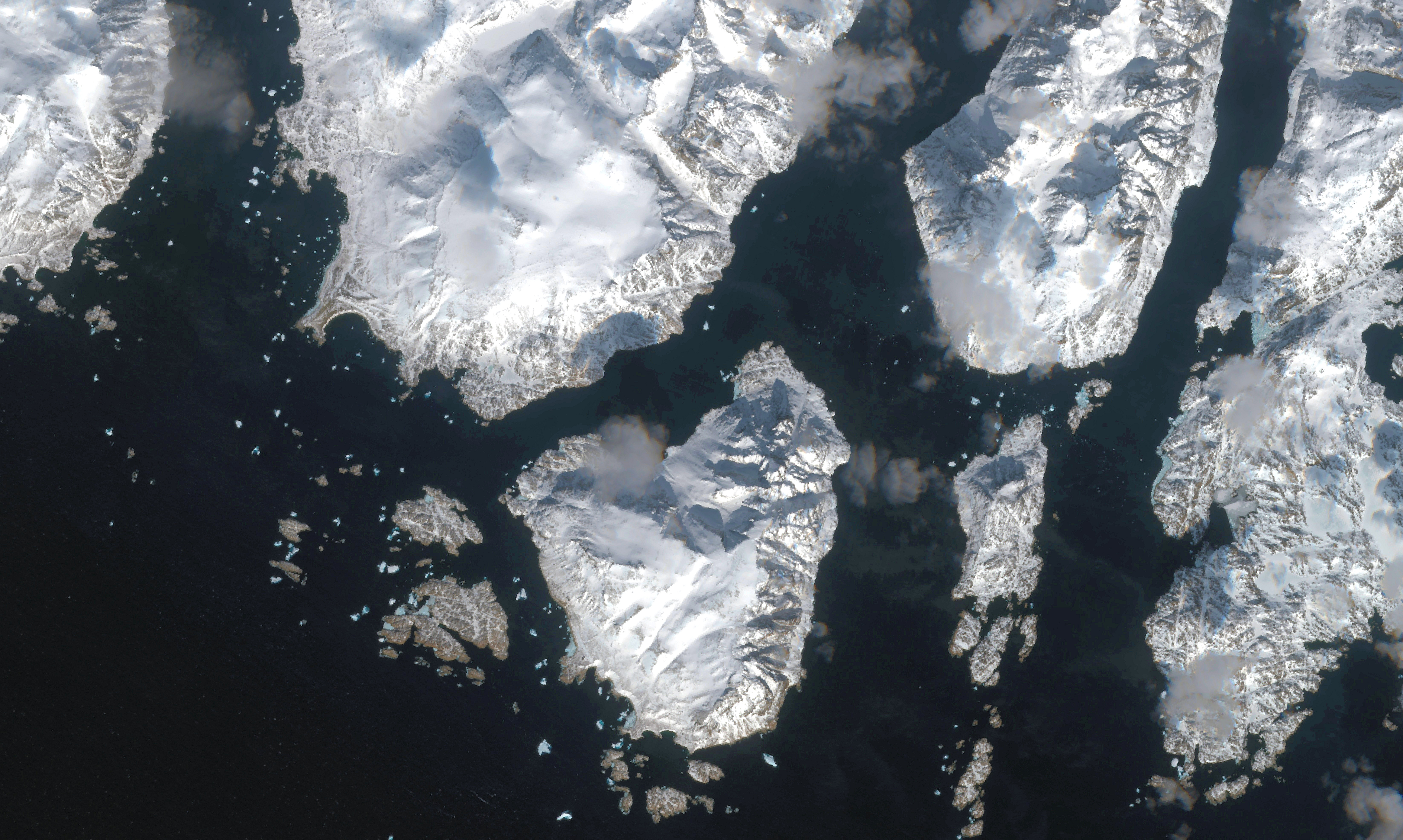 Ice services for navigators in Greenland will now come solely from satellite imagery