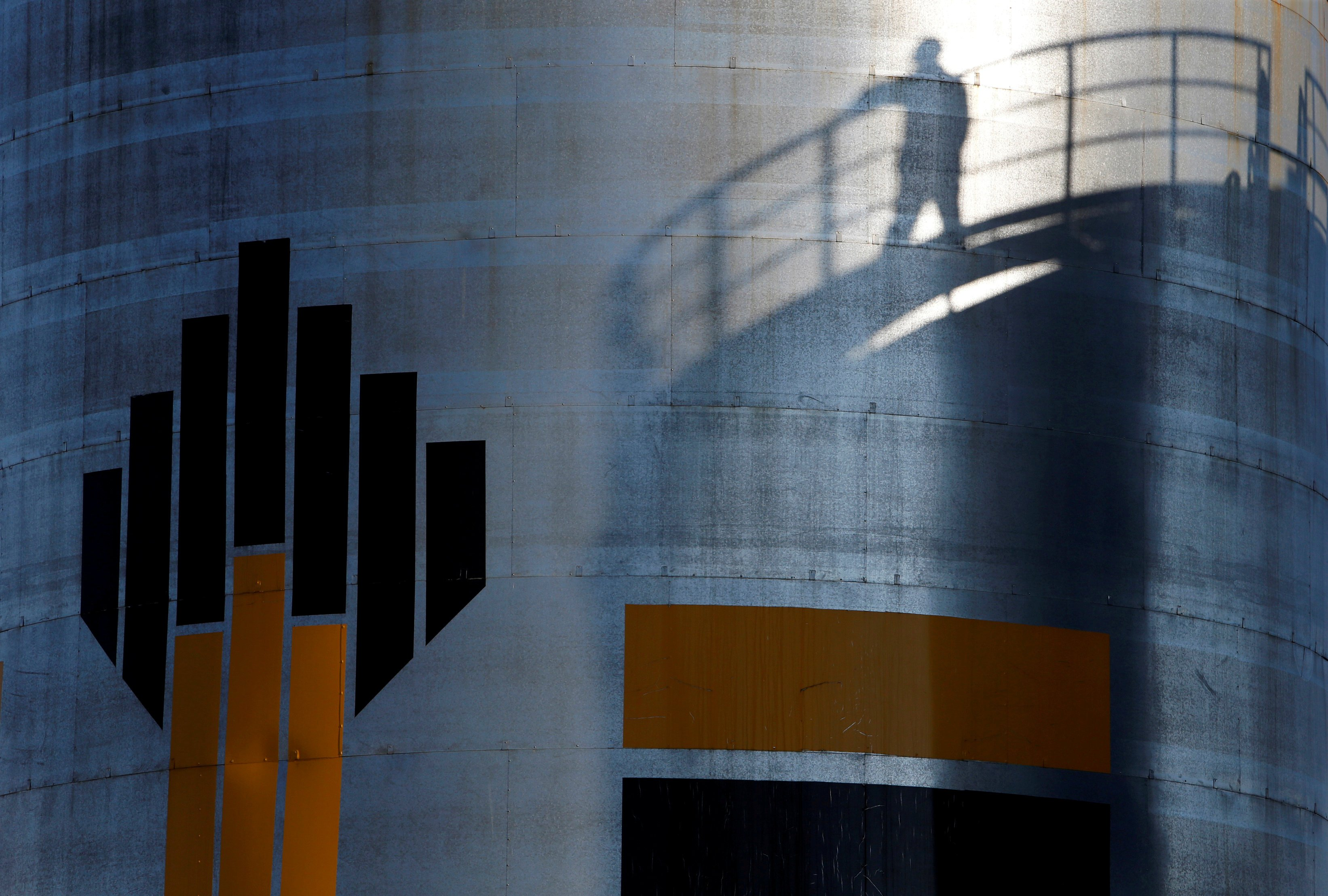 Rosneft, Gazprom map new Arctic resources