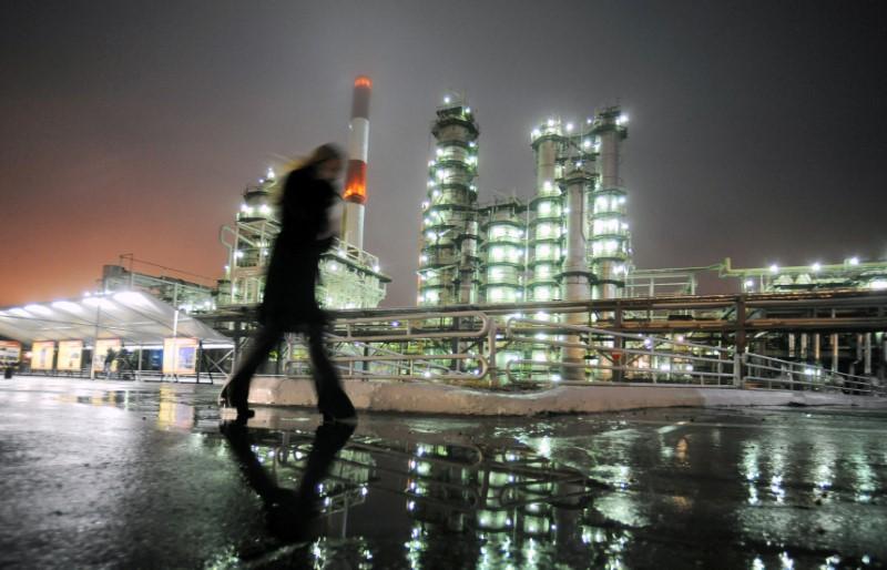Sanctions gap lets Western firms tap Russian frontier oil