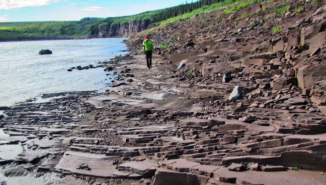 Geologists search for Earth's earliest life forms in Nunavut