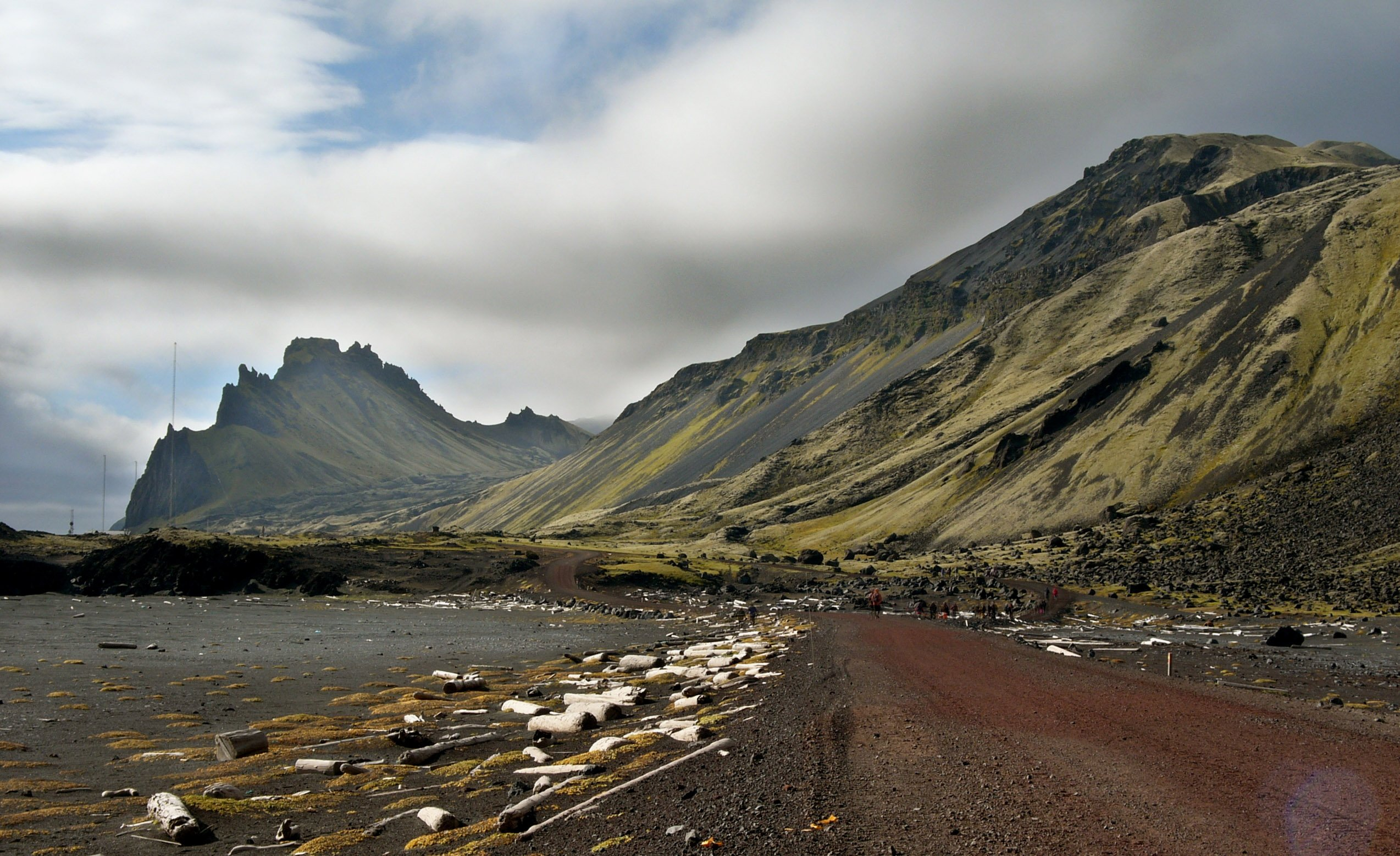 A road along the west coast of Jan Mayen. The wood comes from Siberia, transported by sea ice via the Transpolar drift through the Arctic Ocean and finally with the East Greenland current southward until stranded ashore the island. (Hannes Grobe / Alfred Wegener Institute)