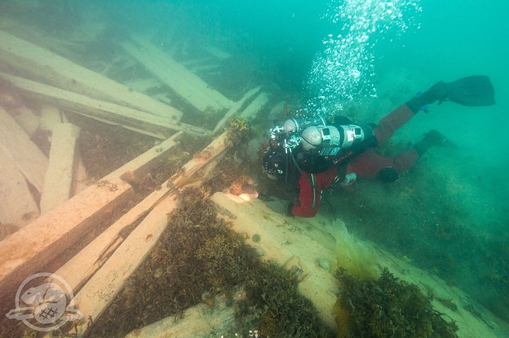 A Parks Canada underwater archaeologist examines timbers in the debris field of the wreck of HMS Erebus. (Courtesy Parks Canada via Nunatsiaq News)