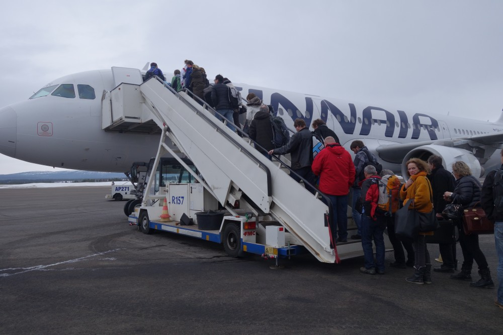 Passengers board a Finnair plane at the Ivalo Airport in Finnish Lapland. (Atle Staalesen / The Independent Barents Observer)