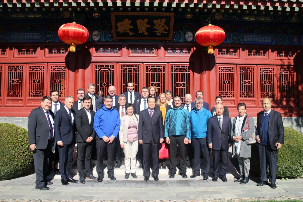 The Greenlandic delegation met with Wu Hailong (center), the president of the Chinese People's Institute of Foreign Affairs to discuss cooperation between the two countries, as well as relations between China and Denmark. (Chinese People's Foreign Policy Institute)