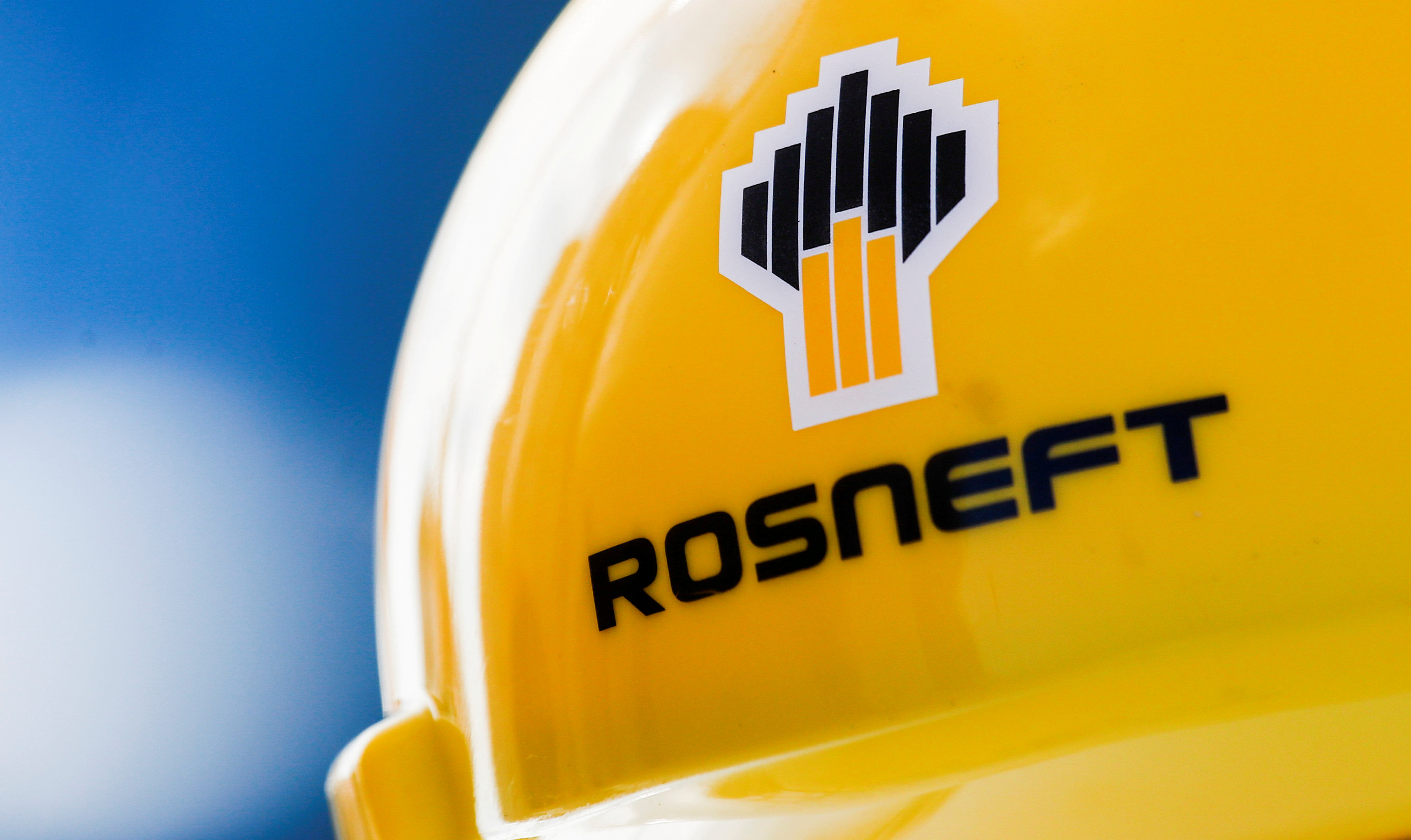 Heads of Rosneft and Gazprom ordered to publish data on their income 12/22/2014 76