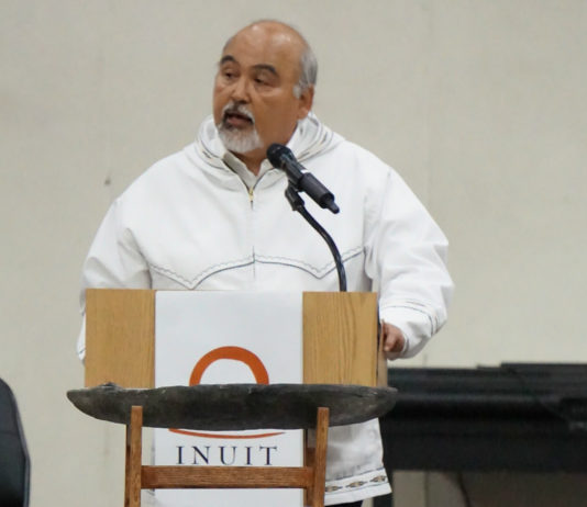 At Inuit assembly, Alaska leader promotes oil development — on Inupiat terms