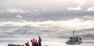 Transport Canada, Coast Guard take control of stricken cruise ship