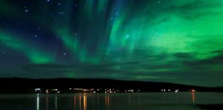 Northern Lights tourism remains extremely popular in Iceland