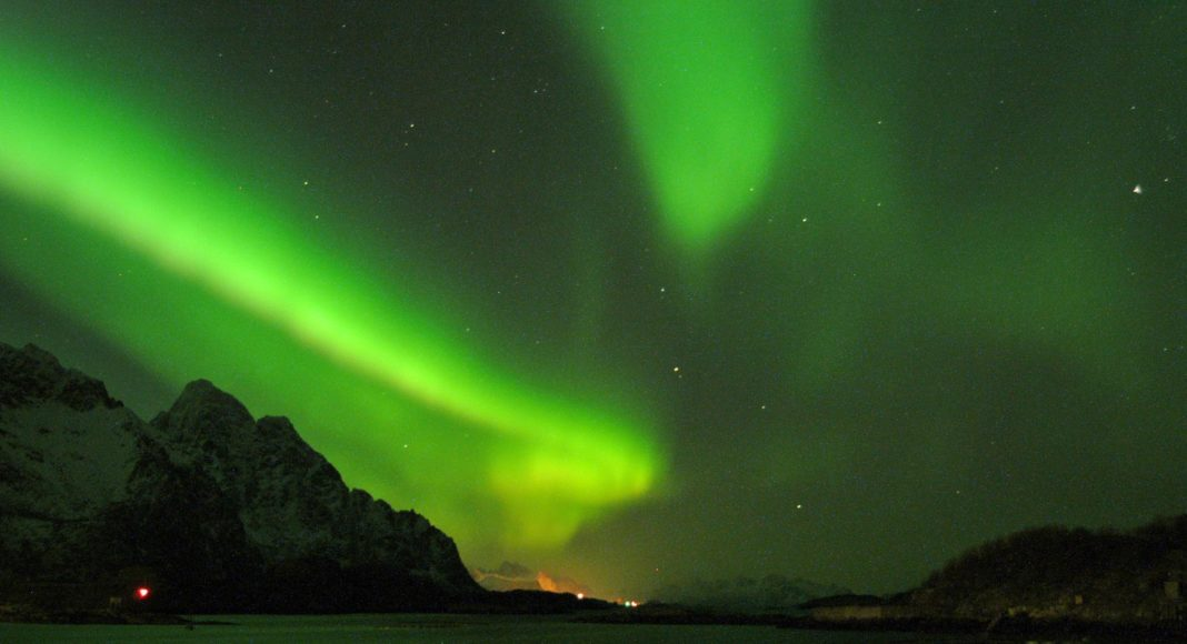 Winter in Lofoten also rewards visitors with unspoiled views of the Northern Lights. (Stockshots / Visit Norway)