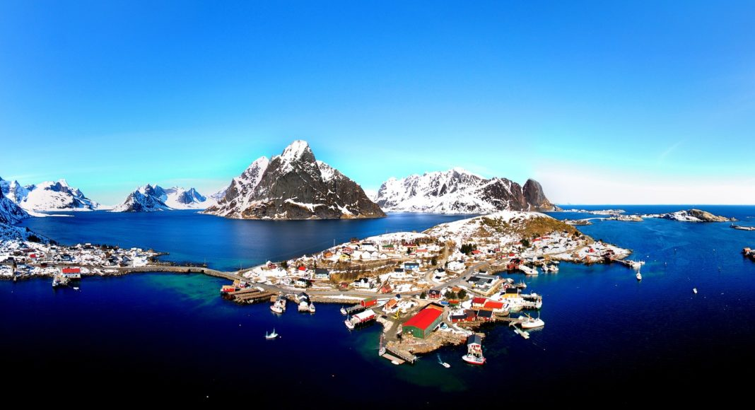 The town of Reine on the island of Moskenesøya. (Making View / Visit Norway)