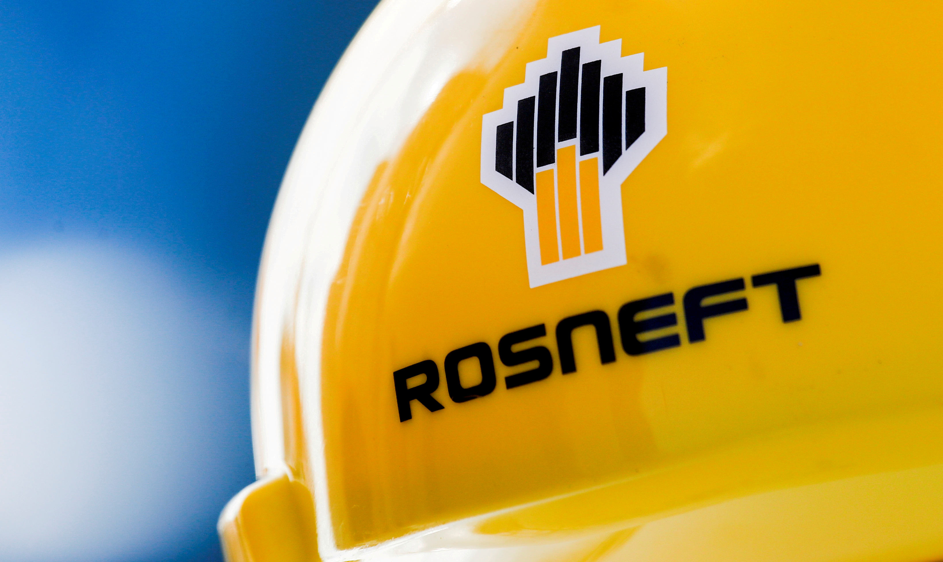 Rosneft in stand-off with oil buyers as it seeks sanctions