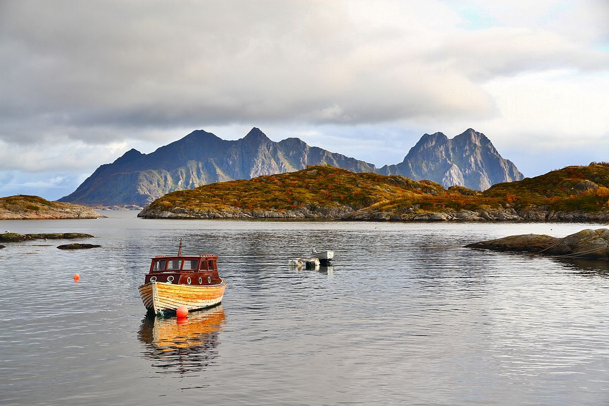 A view of Litlmolla, in the Lofoten archipelago in Norway. (Ximonic, Simo Räsänen / CC 3.0 via Wikimedia Commons)