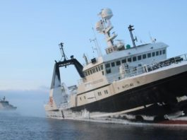 The mission to salvage a stranded Svalbard fishing vessel is on hold until August