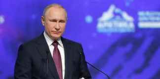 Putin invites foreign investors to help build Northern Sea Route hubs