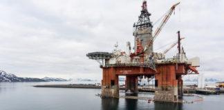 Greenpeace activists target Norwegian Arctic drilling rig