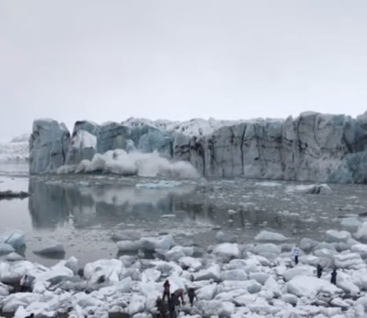 Hey Arctic tourists, here's why you should be careful around calving glaciers