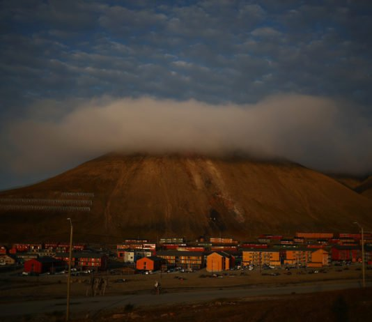 As Svalbard reaches peak tourism, Oslo suggests fewer, better tour operators might be in store