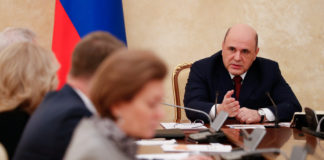 Russia weighs nationwide coronavirus lockdown as toll rises