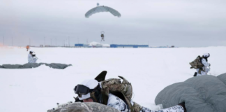 Russian paratroopers perform first-ever high altitude Arctic jump