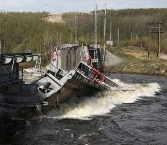 Russia's rail link to the port of Murmansk is severed by a bridge collapse