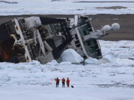 Second attempt to remove grounded fishing vessel underway in northern Svalbard