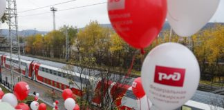 A double-decker train has begun operations linking Murmansk to the rest of Russia