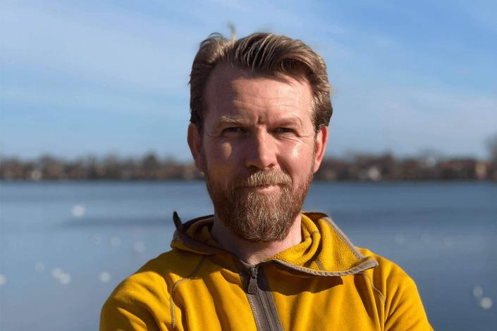 Hjortur Smarason profile picture on water background
