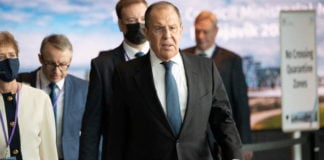 Russia calls for military meetings between Arctic states