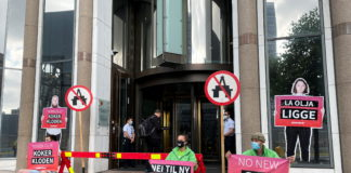 Activists protest against Norway Arctic oil licenses