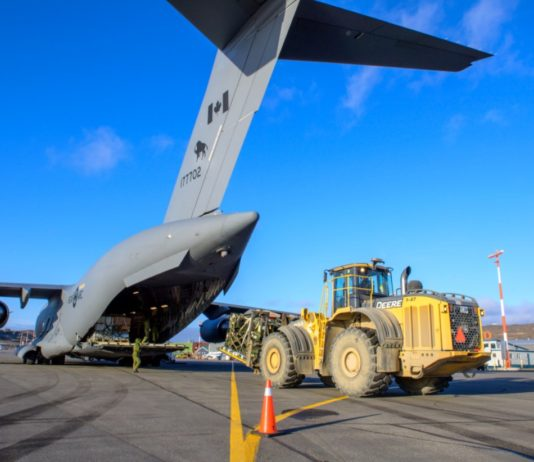 Canadian military lands in Iqaluit to assist with water crisis